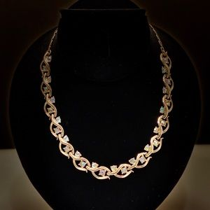 Jewelry - Lisner Gold Tone & Multi-color Accent Necklace